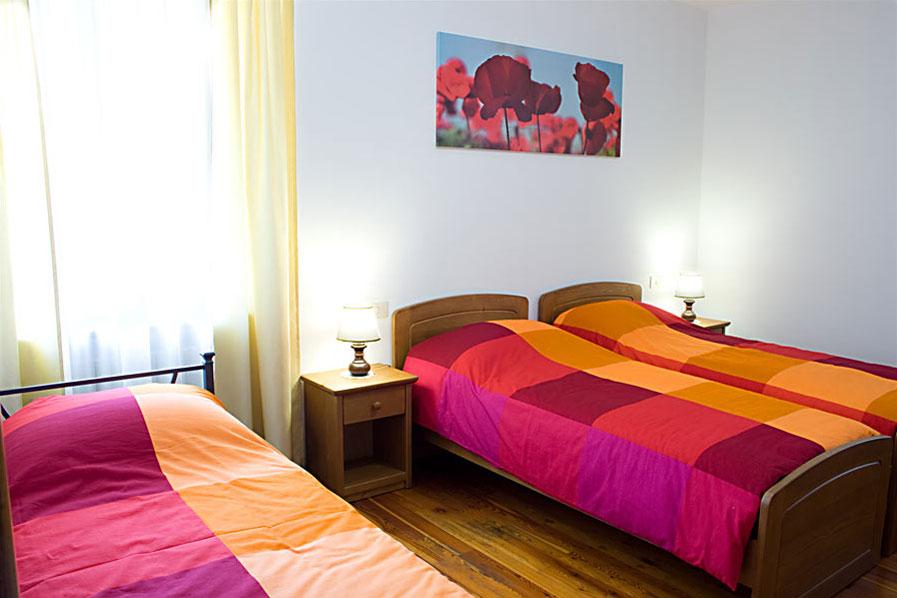 Camera tre letti bed and breakfast casa perini - Camera con tre letti ...